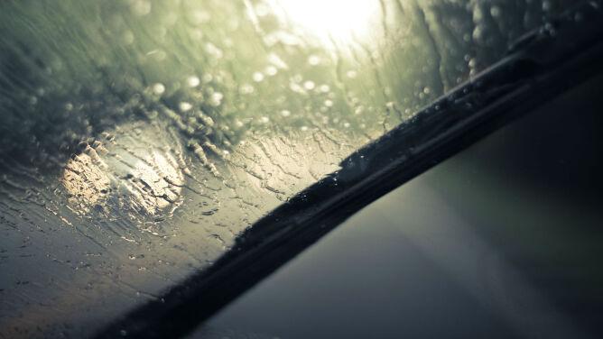 Miejscami deszcz i burze utrudnią podróżowanie