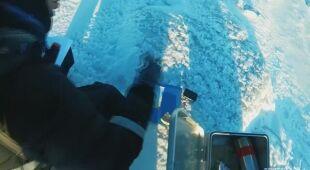 Naukowcy pobierają próbki lodu ze Svalbardu