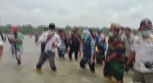 Akcja ratowania grindwali w Indonezji